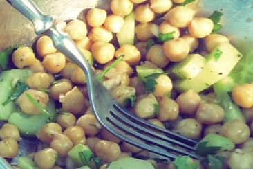 Kichererbsen-Gurken-Salat