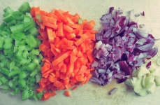 Gemüse schneiden und anbraten Sofrito