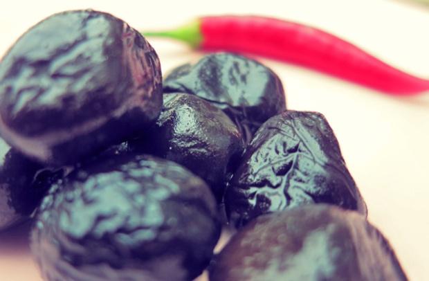 Schwarze Oliven Kombüse