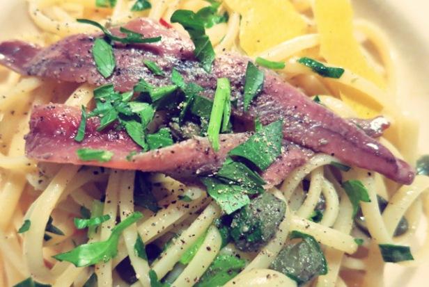 Pasta mit Kapern und Anchovis Segelrezept