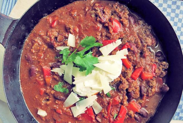 Chili con Carne. One-Pot Rezept für Segler und Camper
