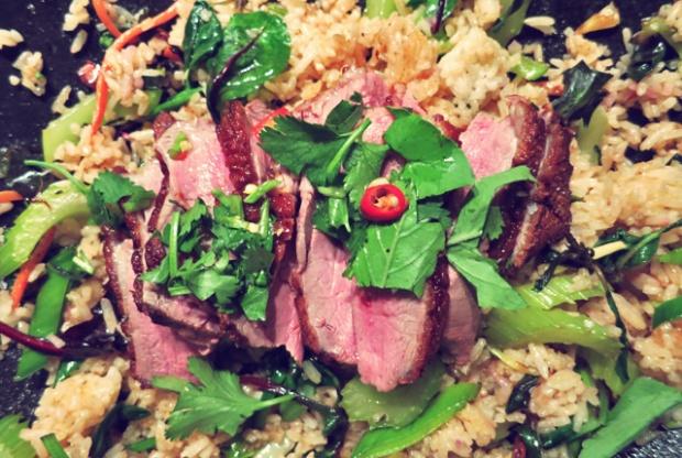 Fried rice ente fertig mit chili und koriander