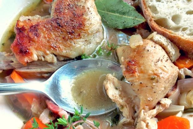 Coq au vin Hähnchenbrust Seglerküche, Segelrezepte Camping.