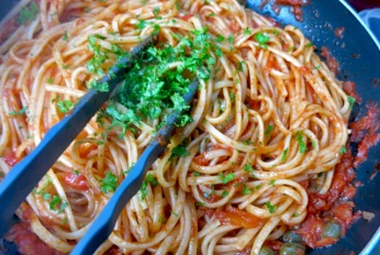Puttanesasca Bordrezept: Was kochen beim Segeln und in der Kombüse?