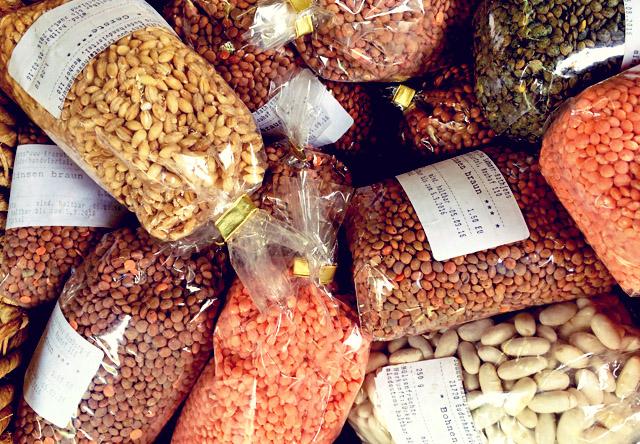 Rote Linsen salat Hülsenfrüchte auf dem Markt