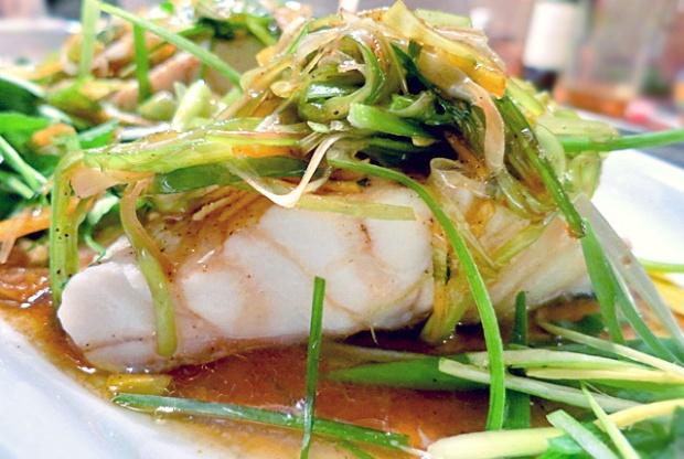 Steamed Fish, gedämpfter Fisch mit Ingwer – Kantonesisch und ...