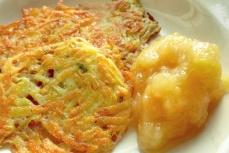 Kartoffelpuffer Rezept Bordküche mit Apfelmuss