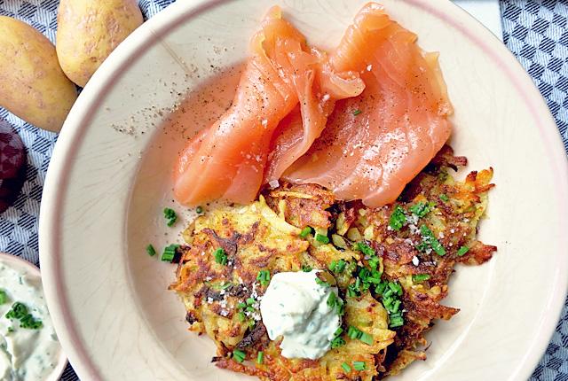 Kartoffel-Gemüsepuffer mit Kräuterquark Segel Rezept Bordküche