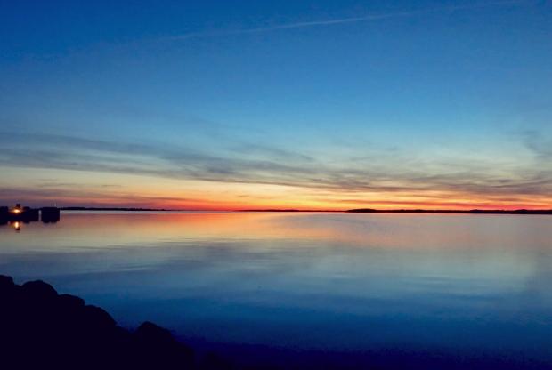Avernakø Segler Hafen nach Sonnenuntergang