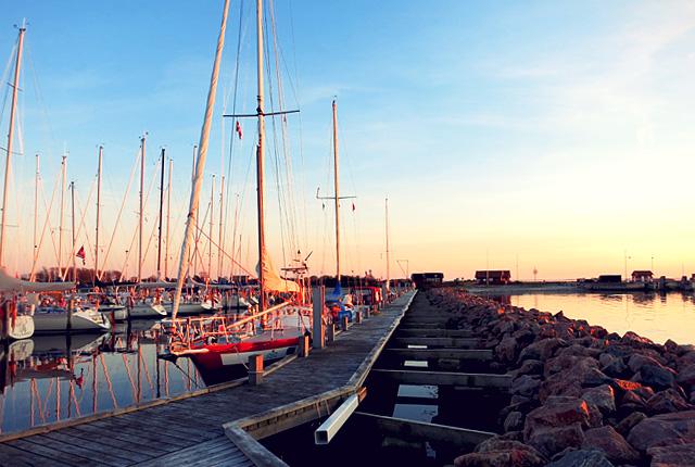 Avernakø Segler Hafen in Abendstimmung