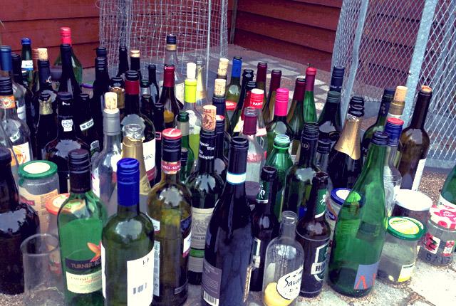 Weinflaschen in Marina Müll vermeiden Segeln