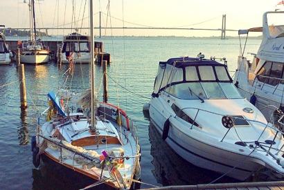 Neue Marina Middelfahrt, mit Waarschip