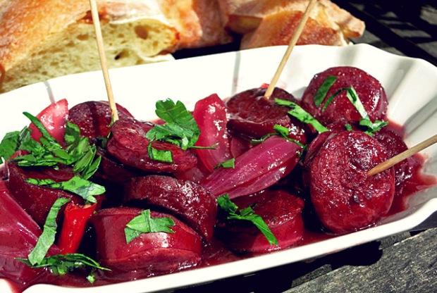 Kochen an Bord: Spanische Paprikawurst in Rotwein geschmort