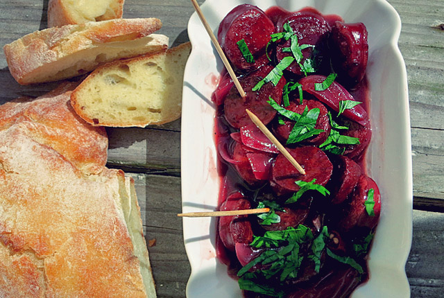 Tapa für Segler: Chorizo en tinto in pommes schale