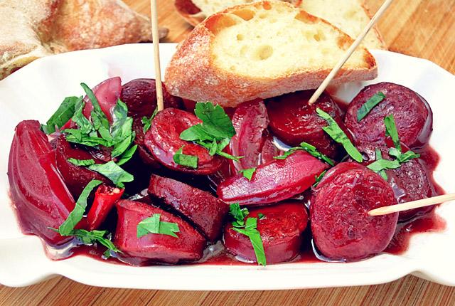 Anleger-Snack: Chorizo en tinto mit Zwiebel und Lorbeer