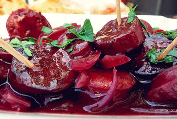 Bordrezept: Paprikawurst in Rotwein