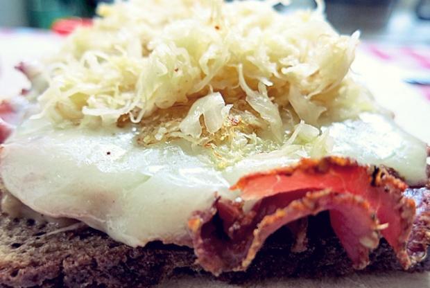 Kochen an Bord: Reuben Sandwich belegt