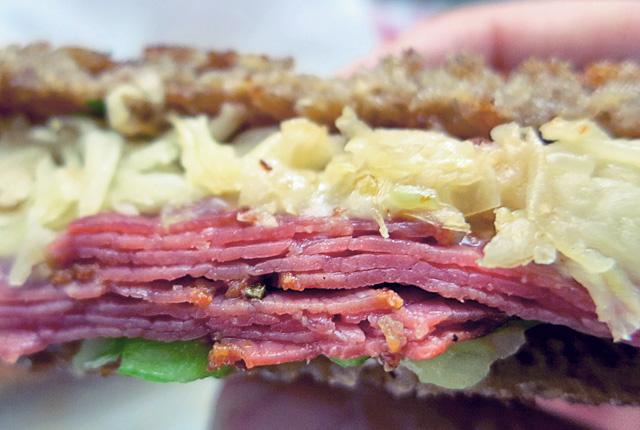 Reuben Sandwich mit Kraut Pastrami 1000 Island Dressing