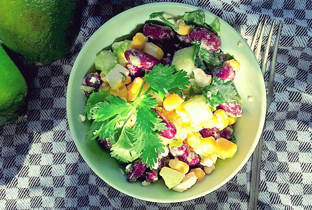 Segel-Tapa: Kidneybohnen Mais Feta Salat