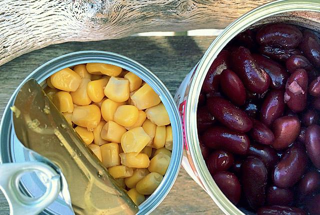Segel-Proviant: Mais und Bohnen Konserven