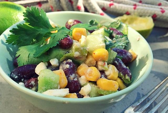 Kochen an Bord: Kidneybohnen Mais Feta Salat
