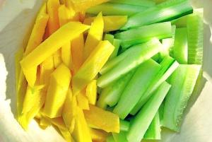 Mango Gurkensalat, einfache Zutaten an Bord