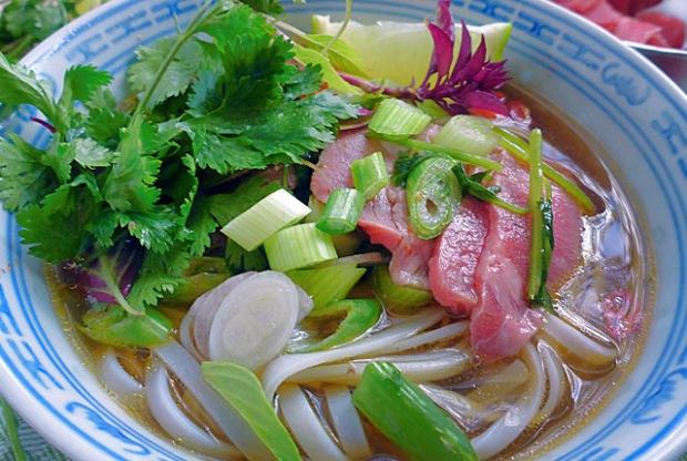 Kochen an Bord: vietnamesische Pho Bo Reisnudelsuppe