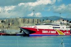 Tarifa-Tanger Ferry im Hafen Die See kocht