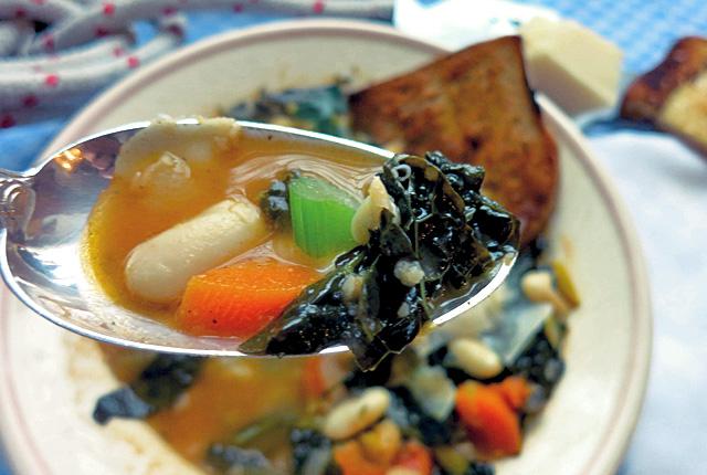Kochen an Bord: wärmende Ribollita Bohnensuppe