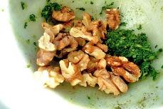Walnuss Salbei Pesto Rezept gemörsert