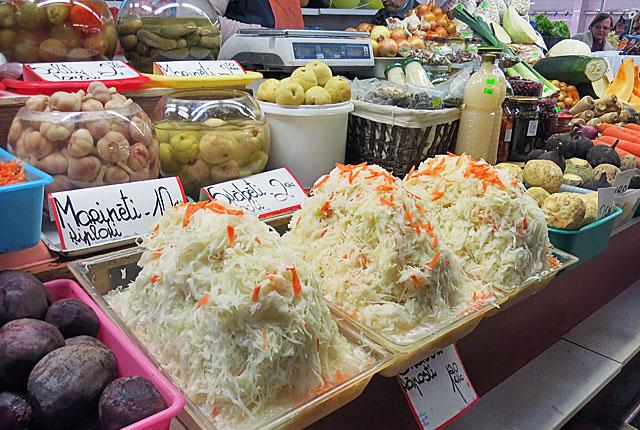 Sauerkraut und anderes Gemüse Markthalle Riga