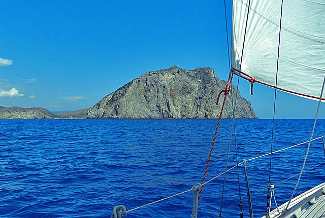 Segeln vor Sardinien mit pecora-nero auf der Asseje