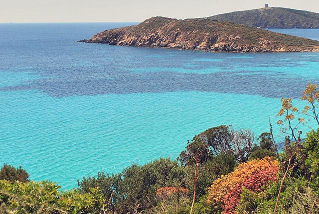 Smaragdfarbenes Wasser auf Sardinien