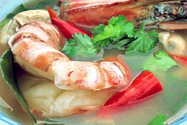 Thaisuppe sauer-scharf mit Garnelen