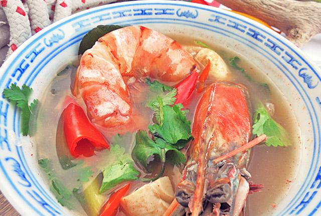 Die See kocht: Tom Yam Gung feurige Shrimpsuppe