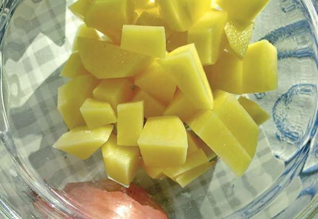 Bordküche: Kartoffeln für Alpenmakaroni