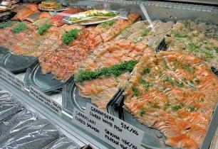 Graved Lachs auf dem Hakaniemi Markt Helsinki