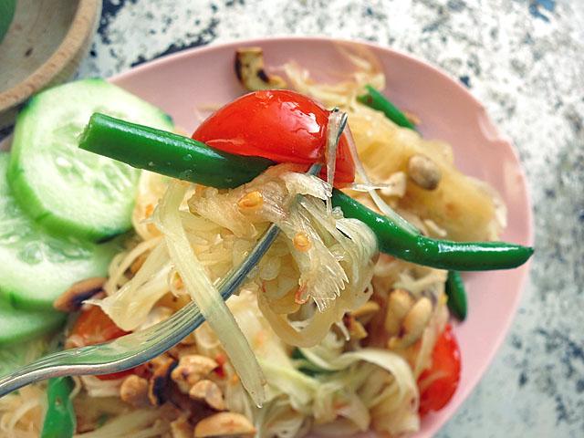 """Som Tam Thai auf Gabel von """"Die See kocht"""""""