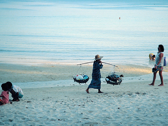 Strandküche: Verkäuferin in Thailand