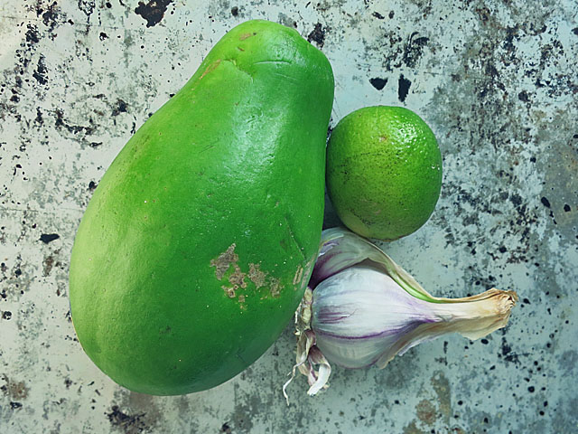 Grüne unreife Papaya für Som Tam