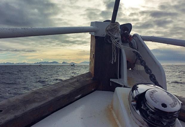 Die See kocht angelt auf den Lofoten in Norwegen