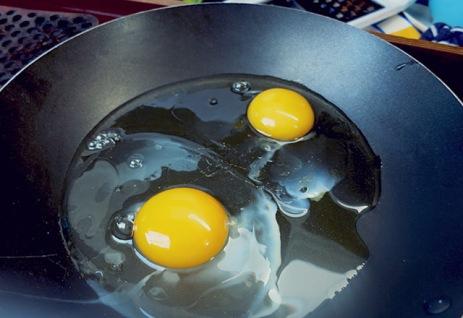Instant Rührei direkt in Pfanne, schnelle Bordküche
