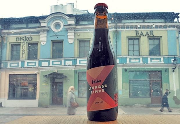 Die See kocht trinkt Malzbier in Tallinn