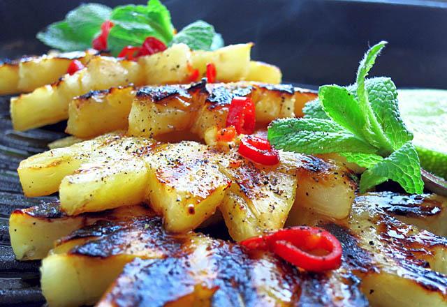BBQ Ananas mit Chili und Minze: Segel-Rezept