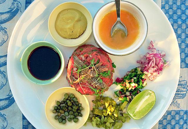 Beef Tatar auf Teller klassisches rezept von Die See kocht
