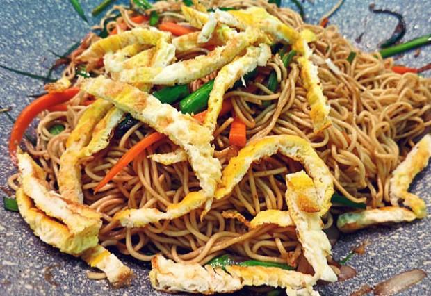 Bami Goreng Vegetarisch in Wok Segelrezept