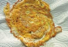 Bami Goreng mit Ei Omelette aus dem Wok