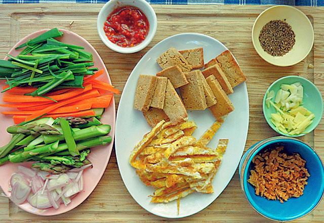 Die See kocht: Bami Goreng vegetarisch, alle Zutaten