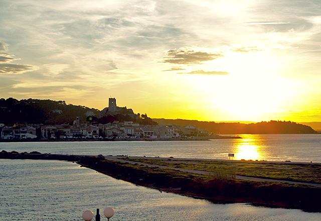 Languedoc Hafen Gruissan Abendstimmung Foto: Landyachting