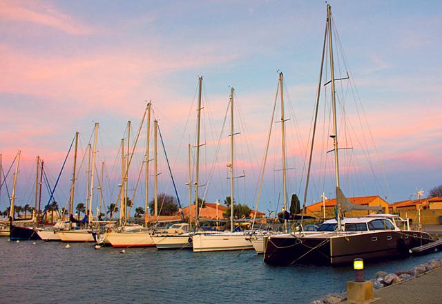 Gruissan Marina Dickschiffe von Landyachting